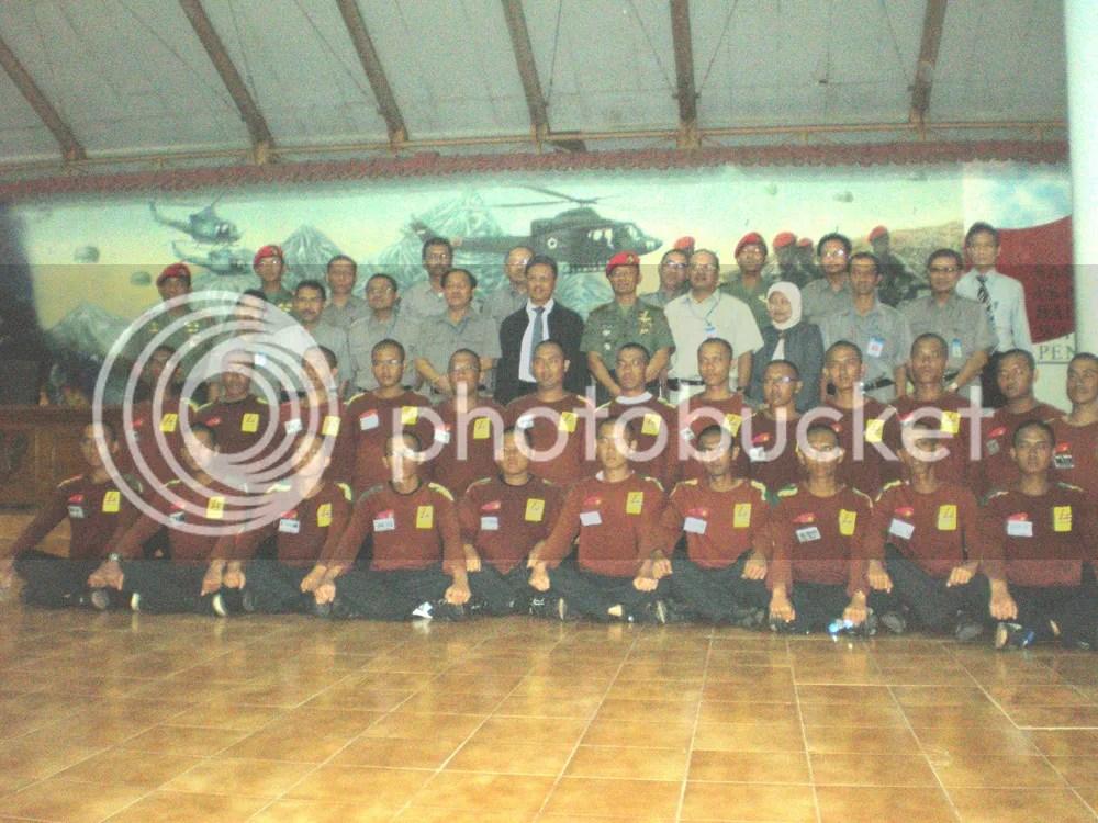 pleton 2 kompi 1 bersama pejabat PLN dan pejabat Group 1