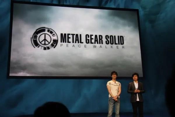 Hideo Kojima saat mempresentasikan MGS: Peace Walker