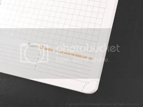 Removable corners make keeping track of your days easy.