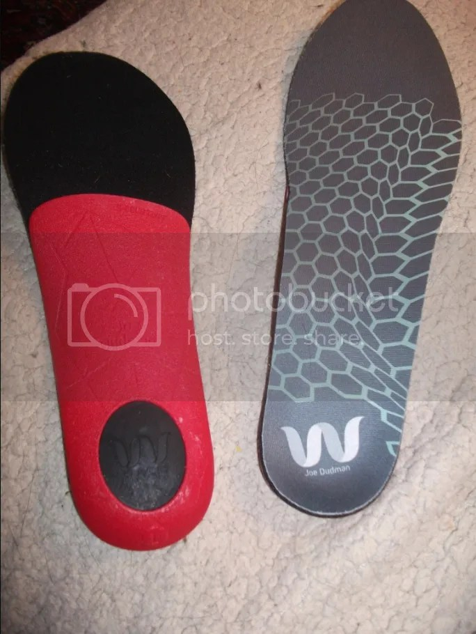 9c557f87b The bottom view of the insole (left) shows the solid colored firm 3D-printed  arch with non-slip heel cutout