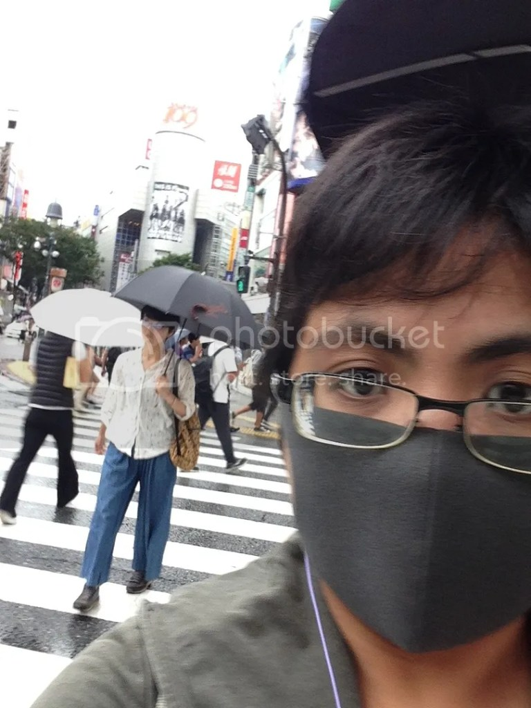 Tried to get a selfie of myself while in the scramble. haha. I didn't notice Shibuya 109 was behind me till I saw the photo X_X