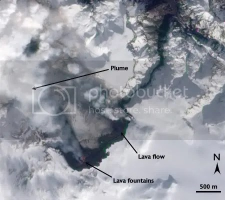Volcanic eruption at Fimmvorduhals, 24 March 2010 (NASA image, ALI/EO-1)
