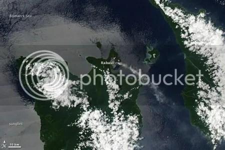Plume from Rabaul volcano (NASA image, 3 April 2009)