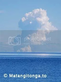The Hunga's volcanic eruption as seen from the Nuku'alofa waterfront (photograph by Pesi Fonua, copyright Matangitonga.to).