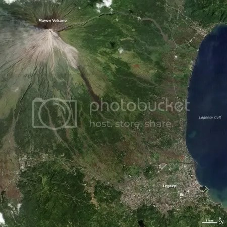 Mayon volcano, 15 December 2009 (NASA EO-1 image)