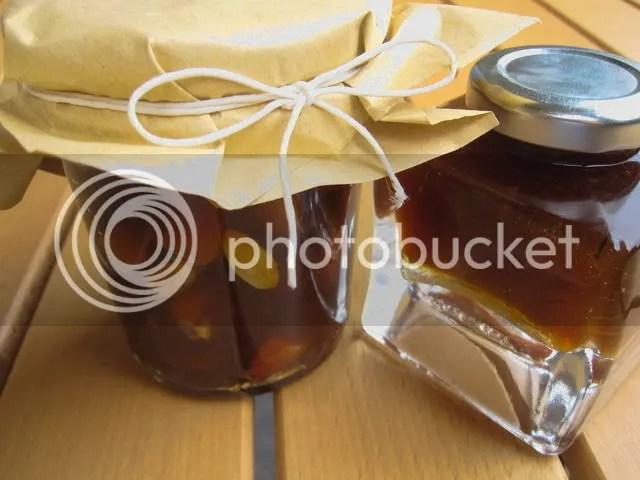 Marmellata di albicocche realizzata con pectina in versione con e senza mandorle