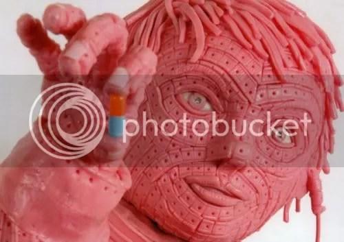 foto koleksi patung yang terbuat dari permen karet karya Maurizio Savini