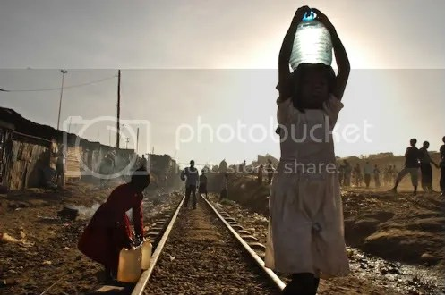 Girls carry water - Kibera slum - Nairobi, Kenya