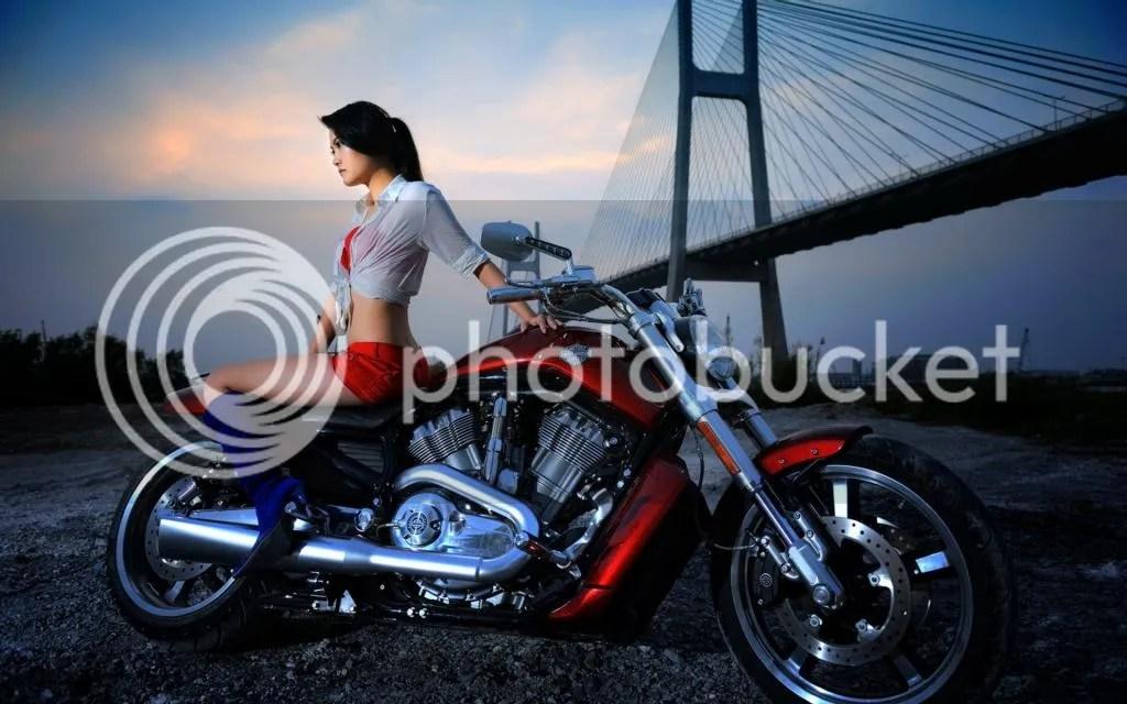 Resultado de imagen de chicas en moto