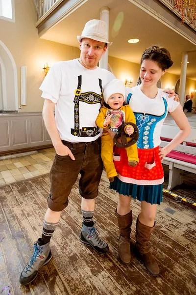 Karneval Oktoberfest Lederhosen Dirndl Weißbier family costume