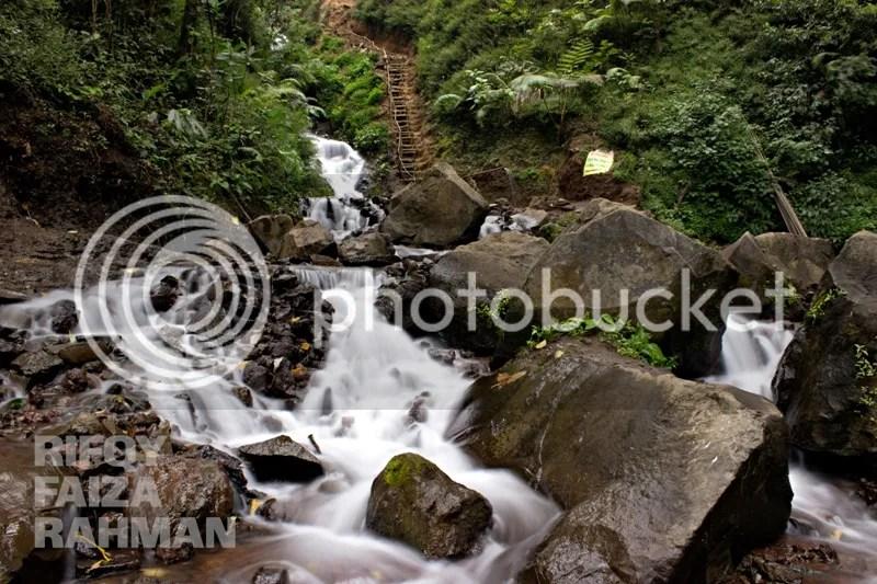 Aliran air dari Coban Sumber Pitu