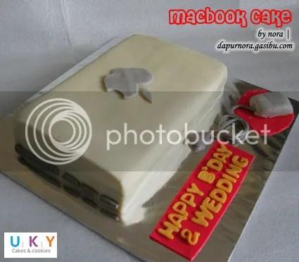 macbook laptop cake bandung