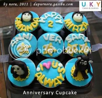 aniversary cupcake