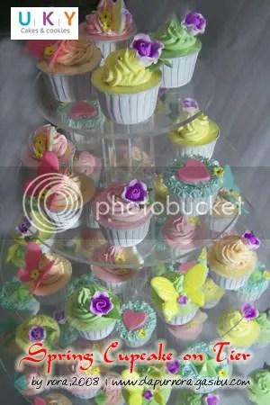 cupcake on tier bandung