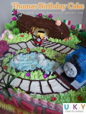 birthday cake thomas