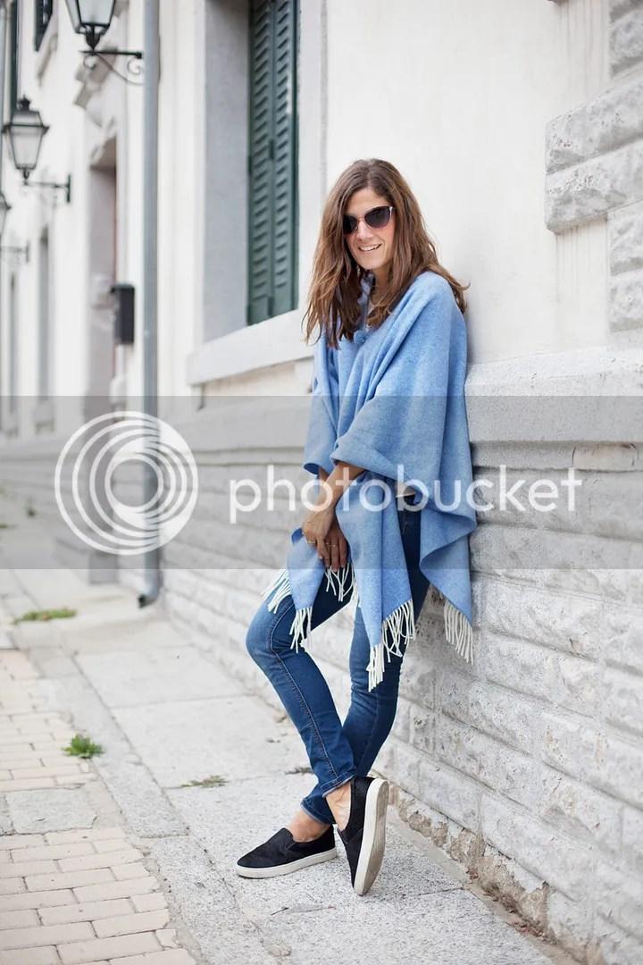 photo blue_poncho-poncho_trend-streetstyle-balamoda09_zps278b9ab9.jpg