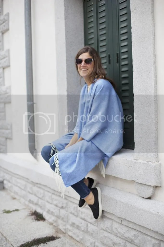 photo blue_poncho-poncho_trend-streetstyle-balamoda16_zps445d4796.jpg