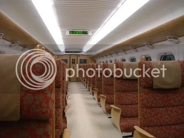 800px-Shinkansen_800-series-822-1107-inside.jpg