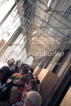 museum queue