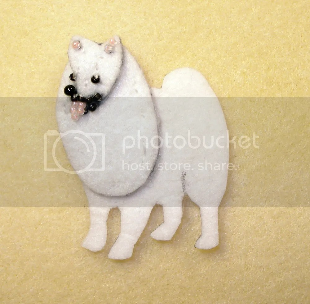 beaded american eskimo samoyed Japanese spitz dog pin pendant bead embroidery