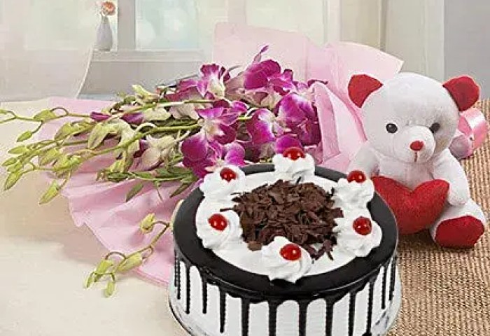 Send Womens Day Cake And Flowers Online Ferns N Petals
