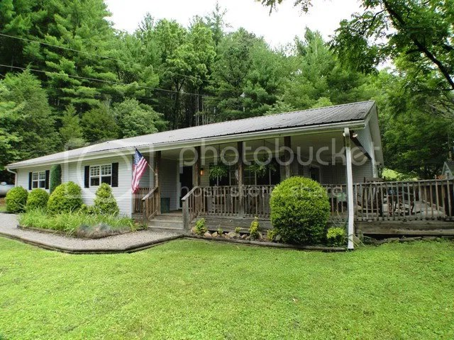 59 Meadow View Road Franklin NC, SINGLE LEVEL LIVING AT IT'S BEST! This wonderful family home is about 2150 sq ft has been remodeled very nicely, Franklin NC Real Estate