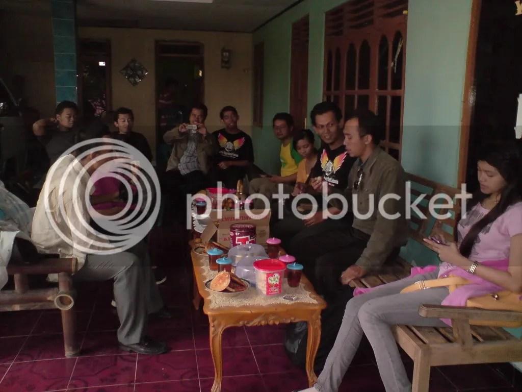 di rumah kang Sudaryanto, liat tuh Apemnya segedhe piring di depan Kang Alrozi