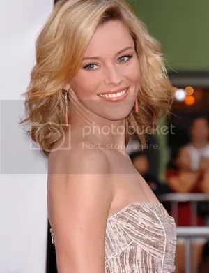 Elizabeth Banks Detective Nancy Porter Every Secret Thing