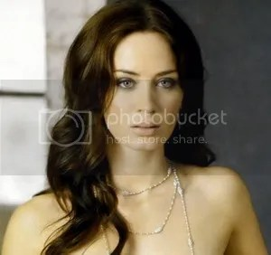 Beautiful Emily Blunt Looper
