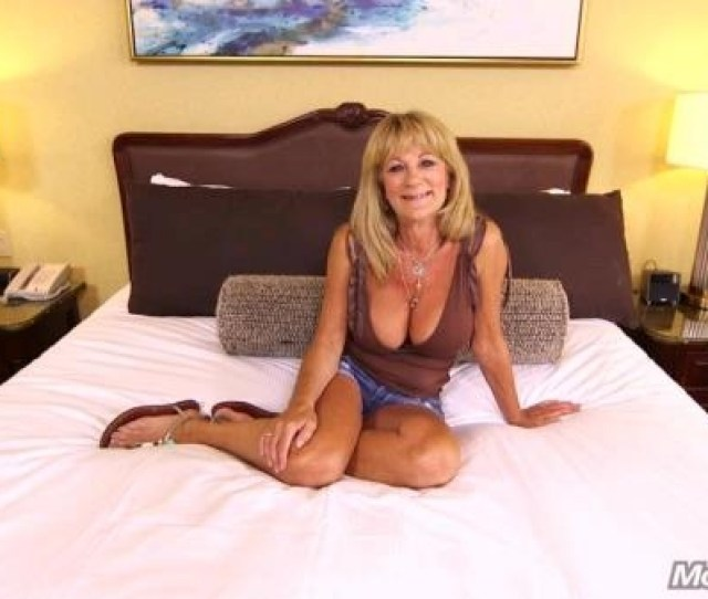 Mompov Hot Cougar Exhibitionist Sandra   Gb Hd Sd And Fullhd Porn Download
