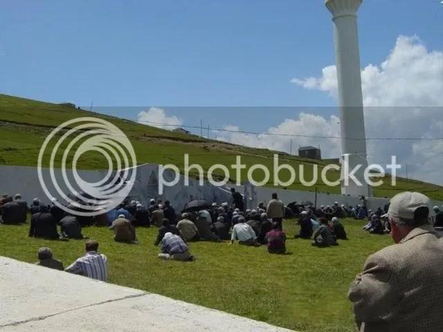 Masjid berbumbungkan langit berlantaikan bumi 1