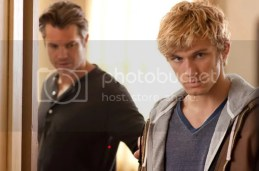 alex-pettyfer-on-the-set-of-i-am-number-four-3-600w.jpg