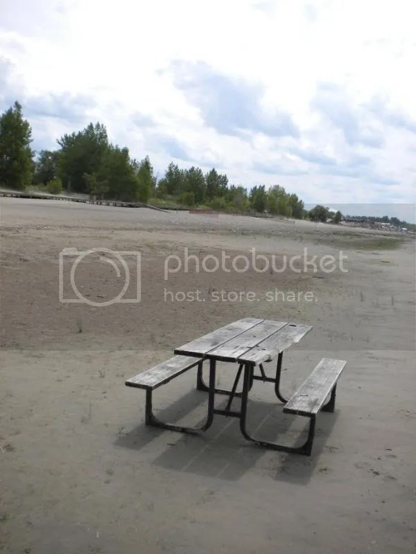 picnic bench, Wasaga Beach
