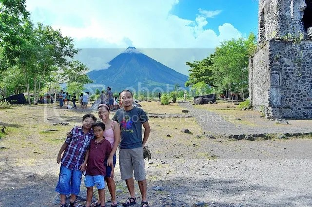 Mayon Volcano family bonding
