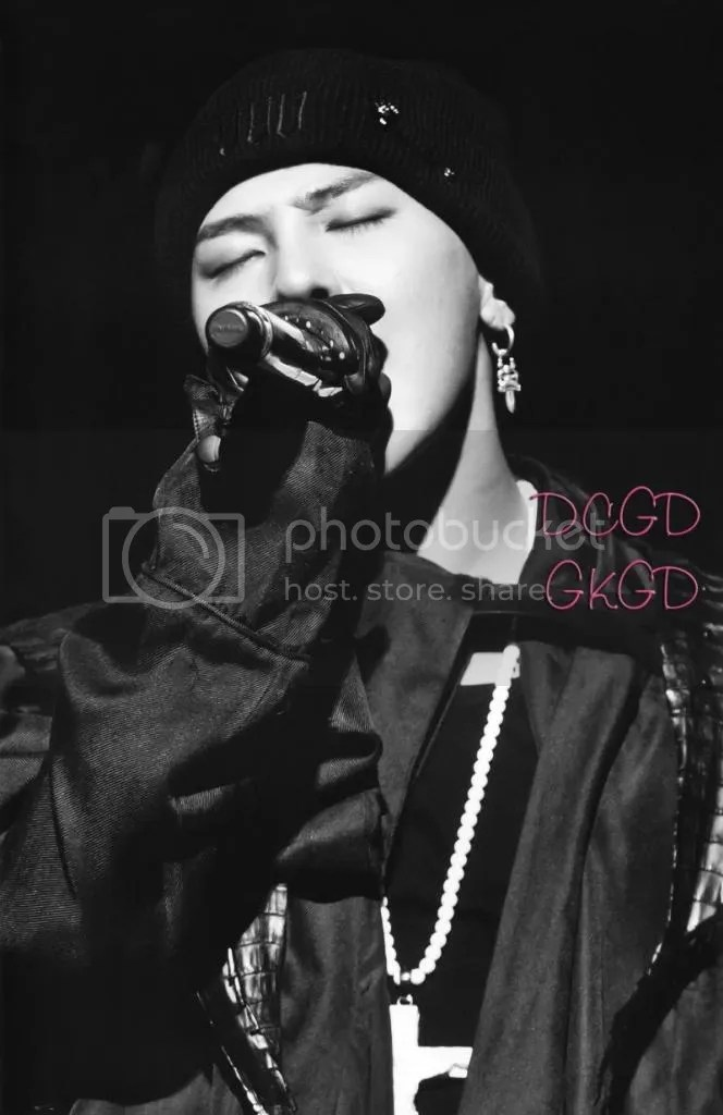 photo gdragon_one_of_a_kind_scans_020-800x1232_zps93371910.jpg