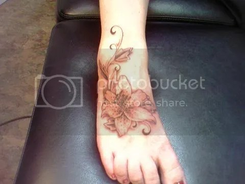 http://www.types-of-flowers.orglog/lily-flower-tattoo/