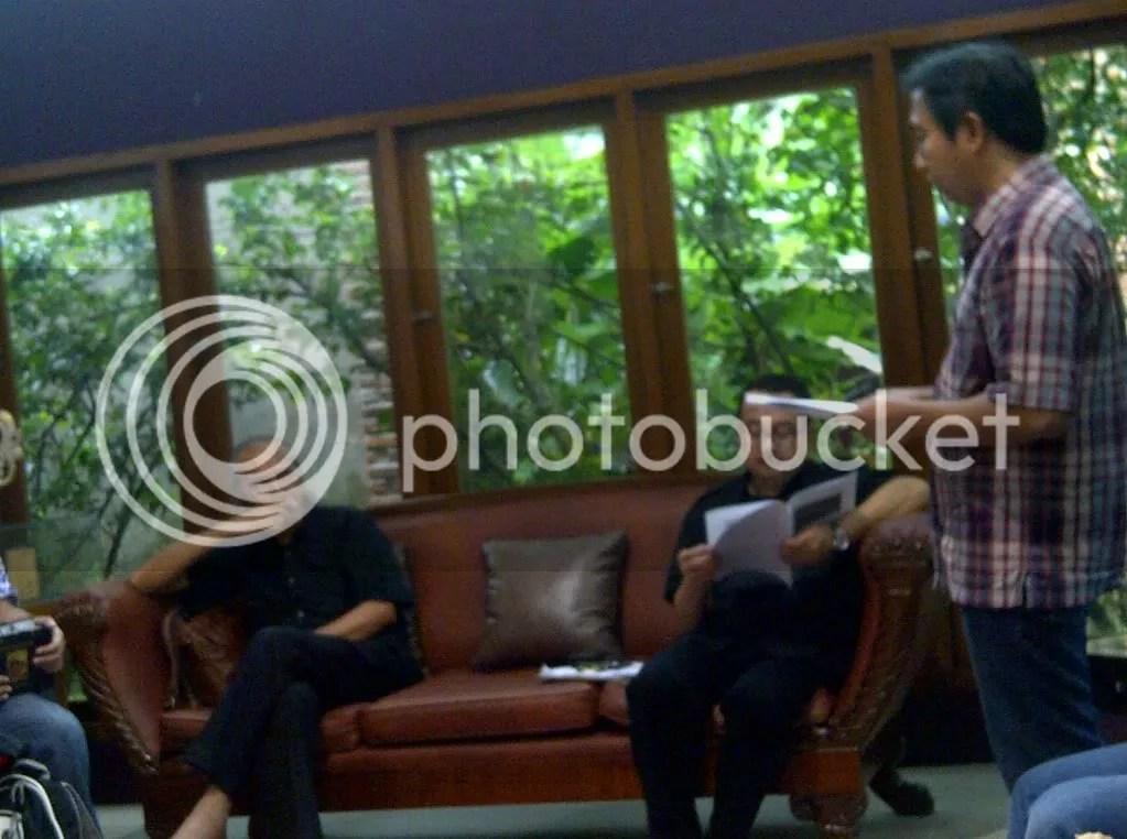 Diskusi santai antara Tangan Diatas dgn Rhenal Kasali di Rumah Perubahan