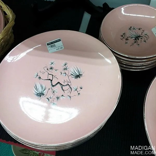 buying sets of vintage dishes - tips and ideas