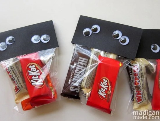 simple, googly-eyed craft for Halloween treats - directions at madiganmade.com