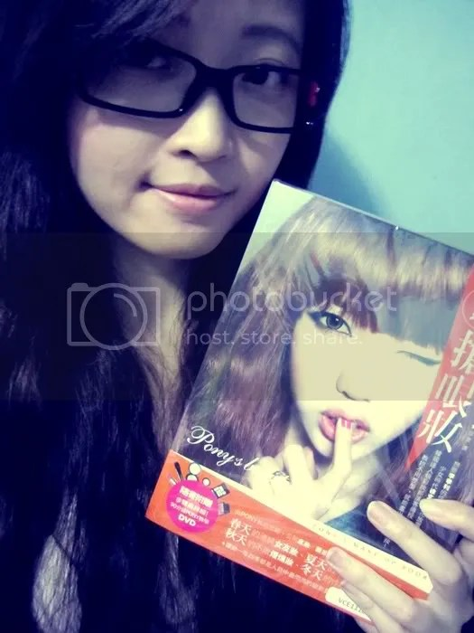 A few weeks ago, Sheauwei recommended me this makeup book by Pony Park Hye Min. I finally bought it at Popular bookstore.