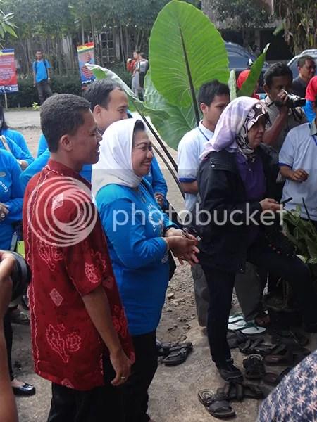 Ibu Nafsiah Mengikuti Metode Desa Bahasa