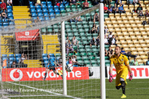 Mika sofre o primeiro golo aos 54  minutos
