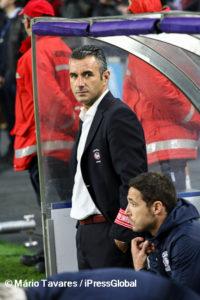 No duelo de técnicos, Ivo Vieira venceu claramente Julen Lopetegui