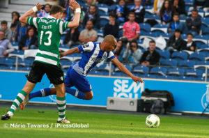 Artur Soares Dias esteve mal ao assinalar grande penalidade neste lançe entre Coates e Brahimi