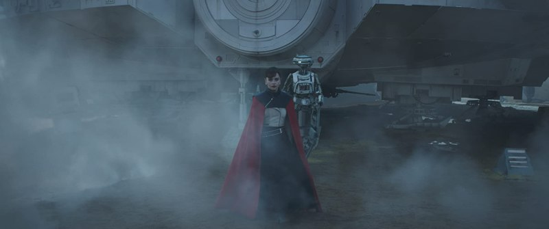 Phoebe Waller-Bridge and Emilia Clarke in Solo: A Star Wars Story (2018)