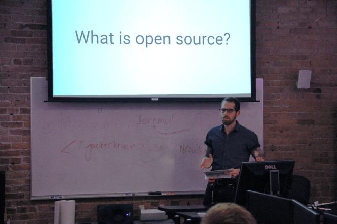 Photograph of IAM Alumni Jeremy Kahn speaking to student programming club HackerJacks