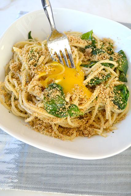 pasta-with-sauteed-spinach-and-a-yolk-on-top_02