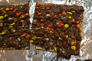 Peanut Butter Lover's Chocolate Matzo Bark_04