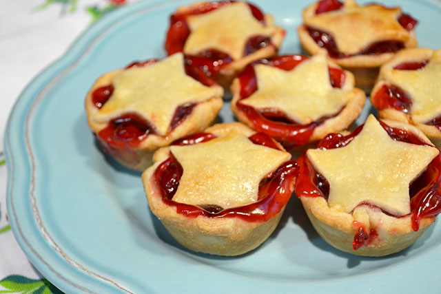 Super Simple Mini Cherry Pies_01