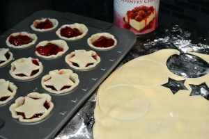 Super Simple Mini Cherry Pies_03